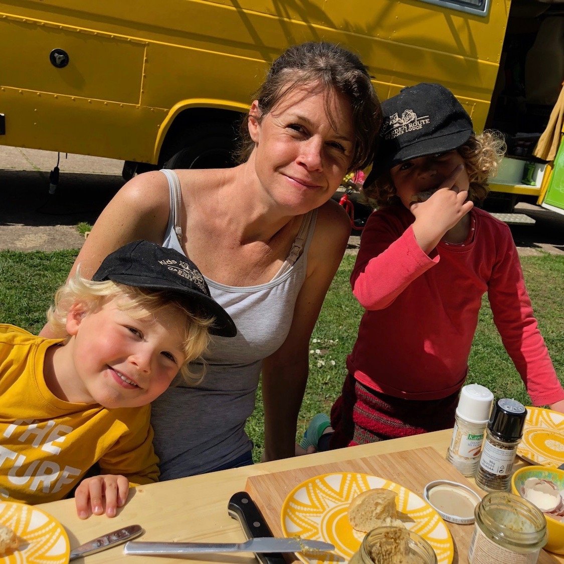 Expedition Family Happiness - Lovely campground, first time eating outside