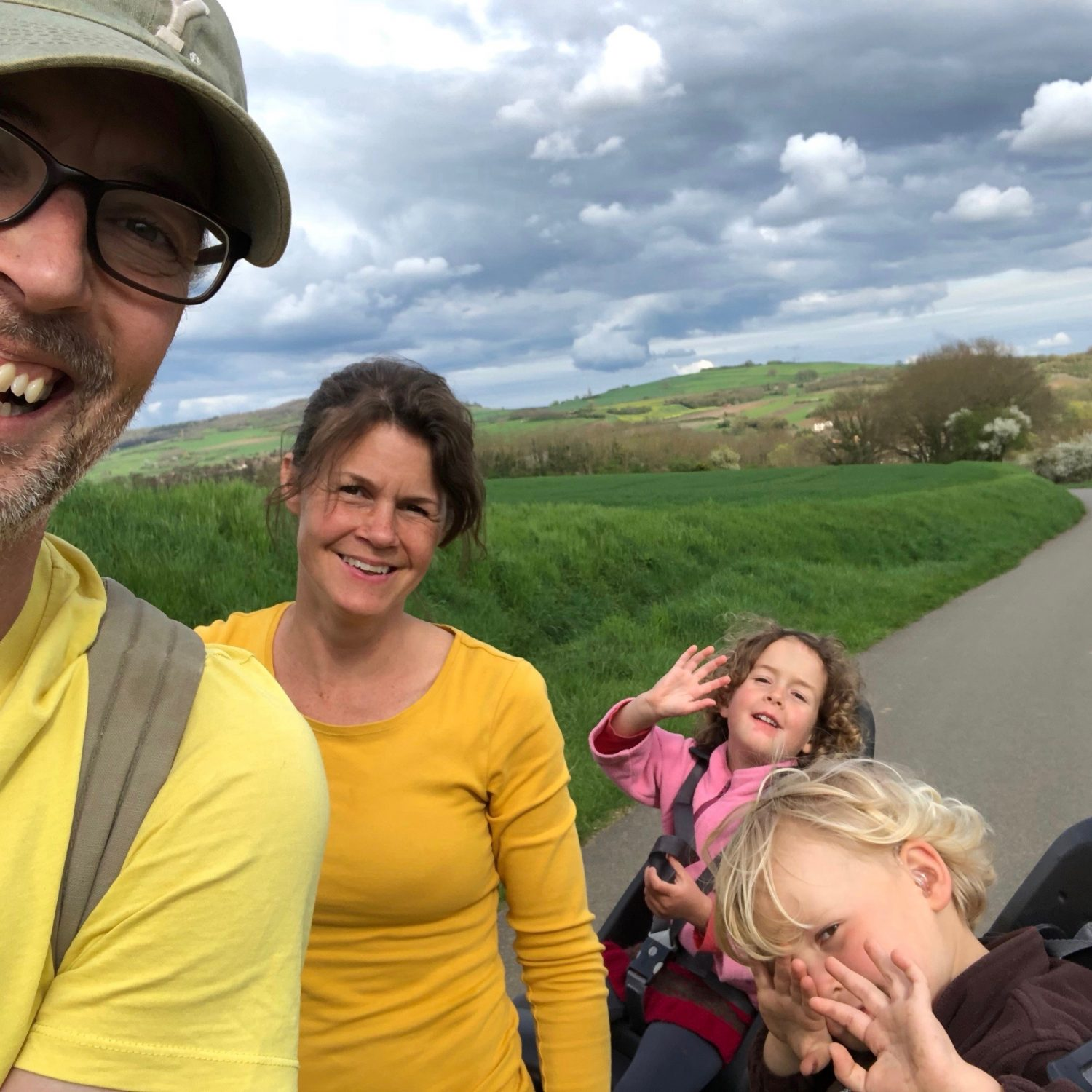 Expedition Family Happiness - Biking