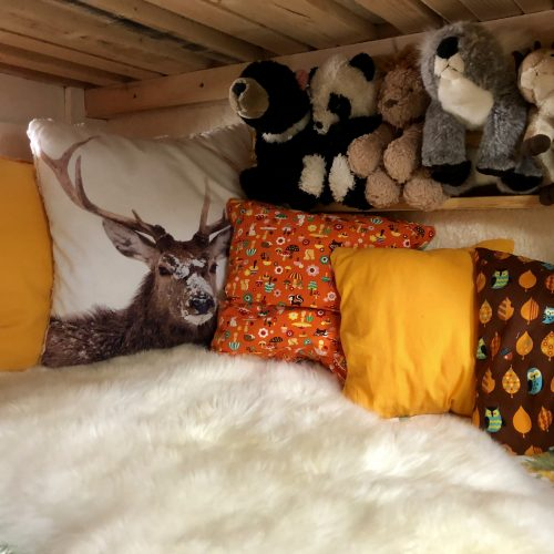 Expedition Family Happiness: Inside Jacky - Teuntjes bed/playcorner